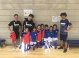 立川府中アスレティックFC完山選手と小学生たち